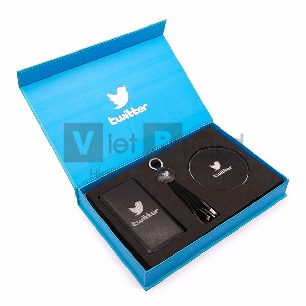 Gift set công nghệ 3 món Cáp sạc đa năng, Pin sạc, Đế sạc không dây